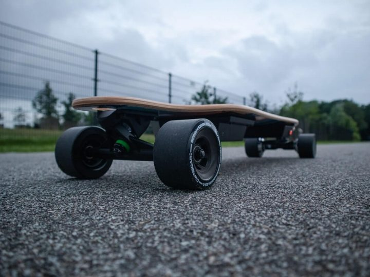 5 Best Electric Skateboards of 2021 | Buyer Guide & Specifications