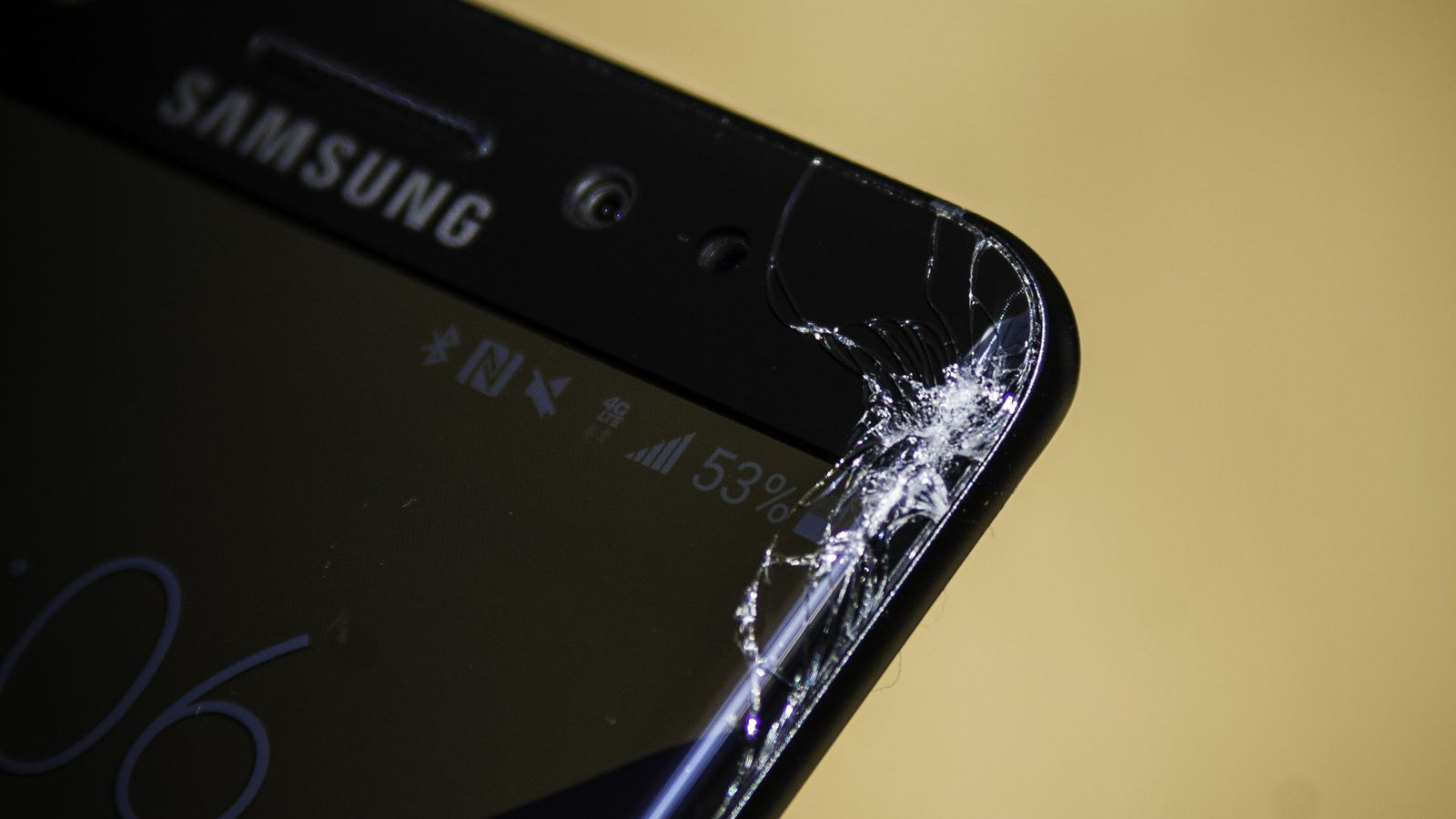 samsung-cracked-screen